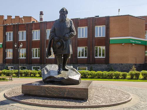 Памятник Льву Толстому Подольск