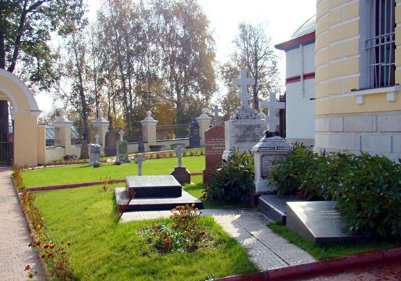 Некрополь на территории Зачатьевской церкви Чехов