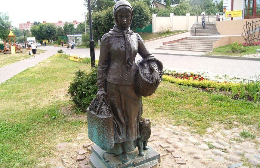 Скульптура огородницы с котом, Дмитров