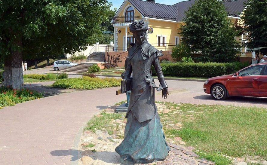 Скульптура учительницы Дмитров
