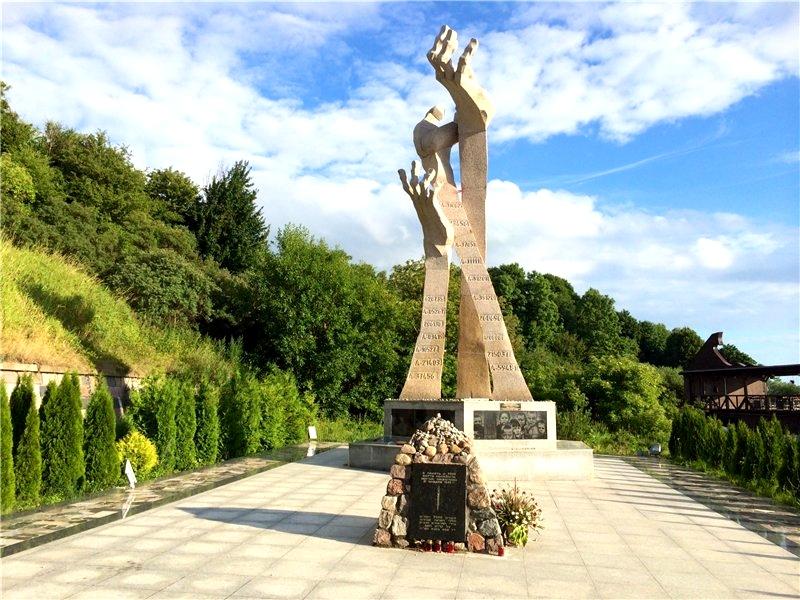 Мемориал Холокосту возле шахты Анна