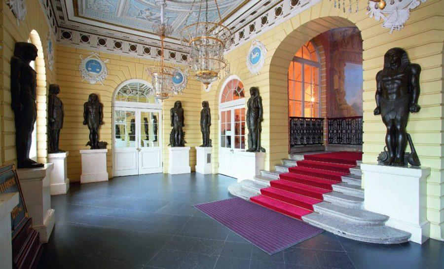 Павловский дворец Египетский вестибюль