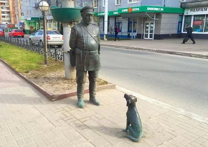 Памятник городовому и собаке Калуга