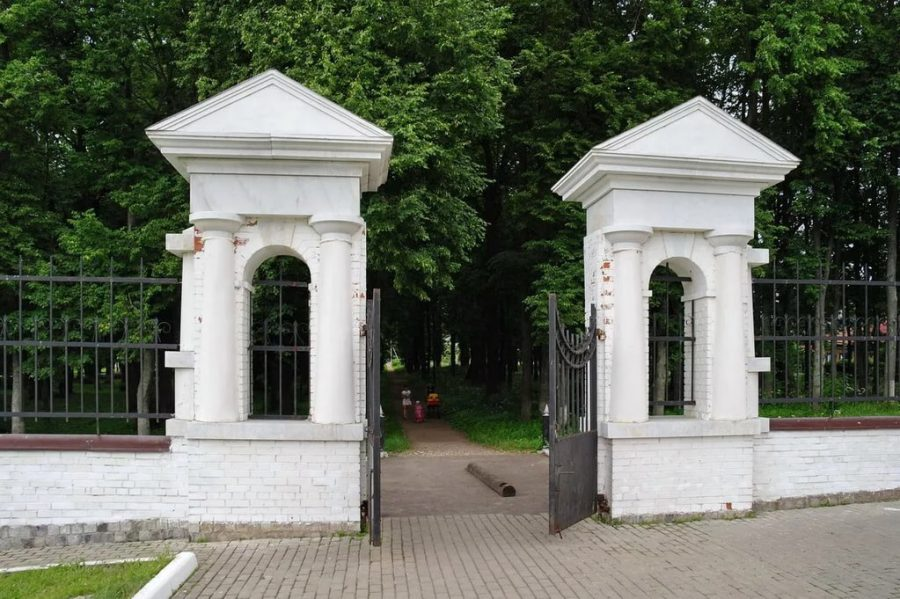 Дубровицы вход в парк