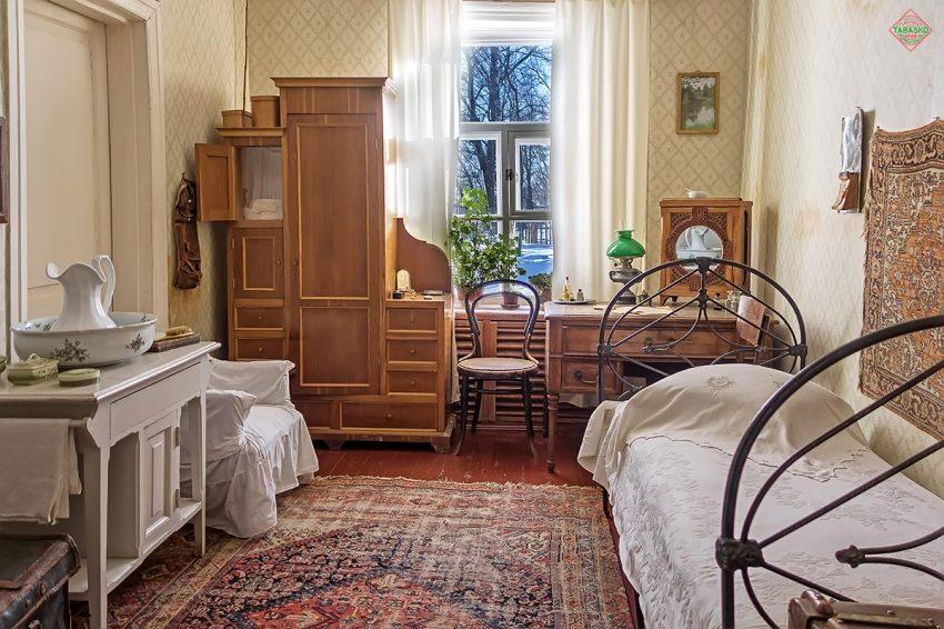 Комната писателя в усадьбе Мелихово