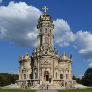 Церковь Знамения в Дубровицах: старинная, необычная и красивая