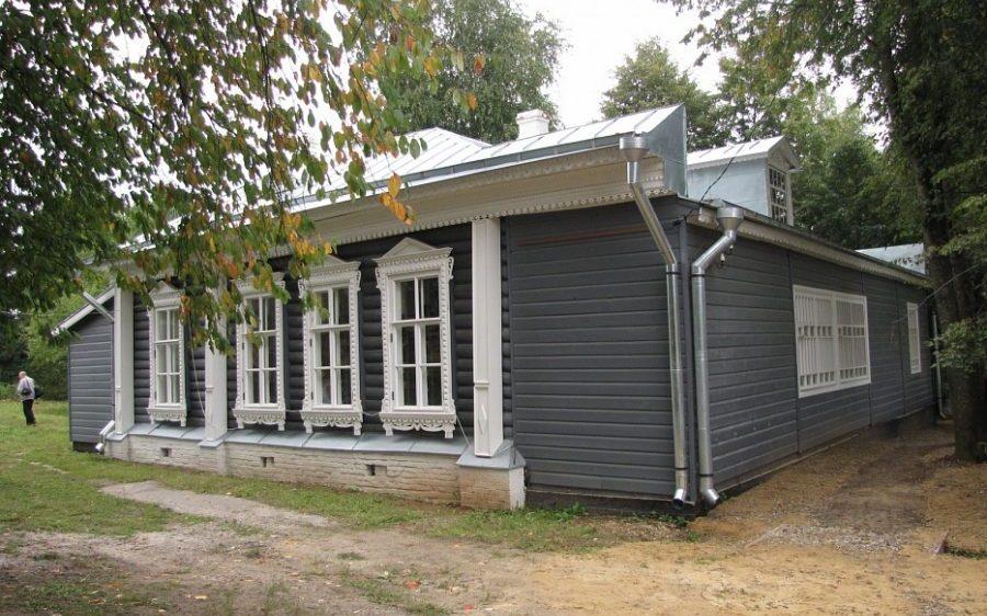 Школа в Новоселках