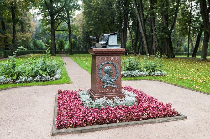 Памятник Карамзину в Остафьево
