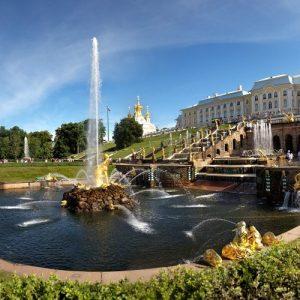 Достопримечательности Петергофа: дворцы, фонтаны и парки