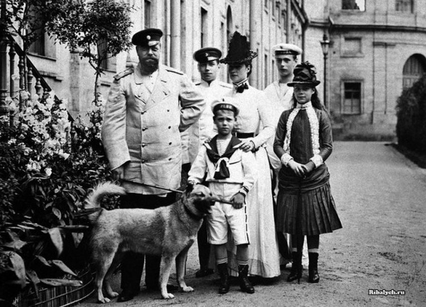 Император Александр III со своей семьей в Гатчине