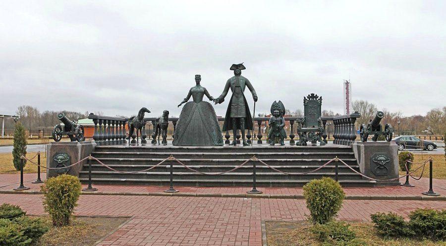 Скульптурная композиция Царская прогулка