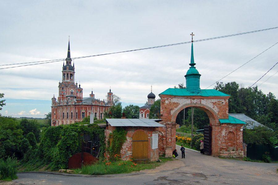 Никольские ворота Можайского кремля