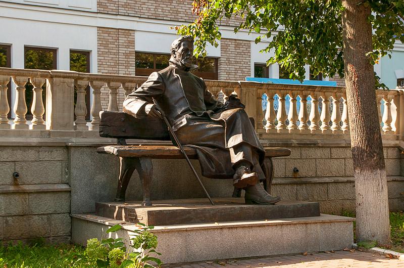 Памятник Чехову Звенигород