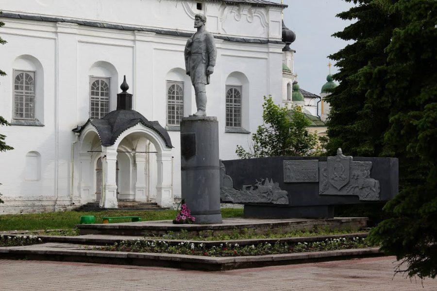 Памятник Дежнева