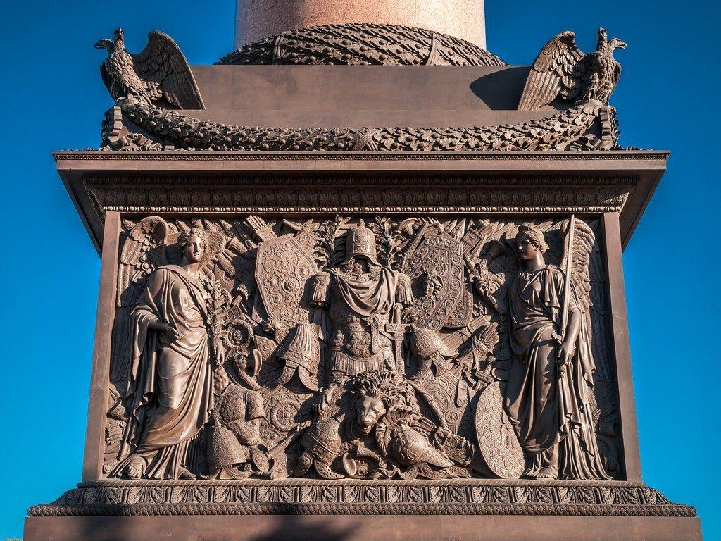 Барельеф на Александровской колонне