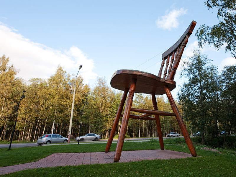 Гигнтский стул Дубна
