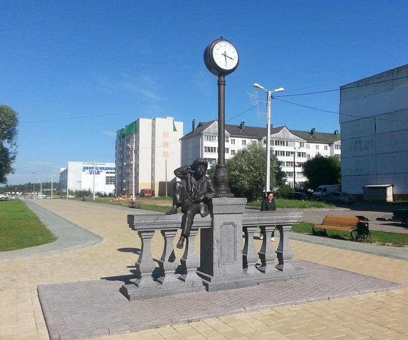 Памятник Мишке Карасю