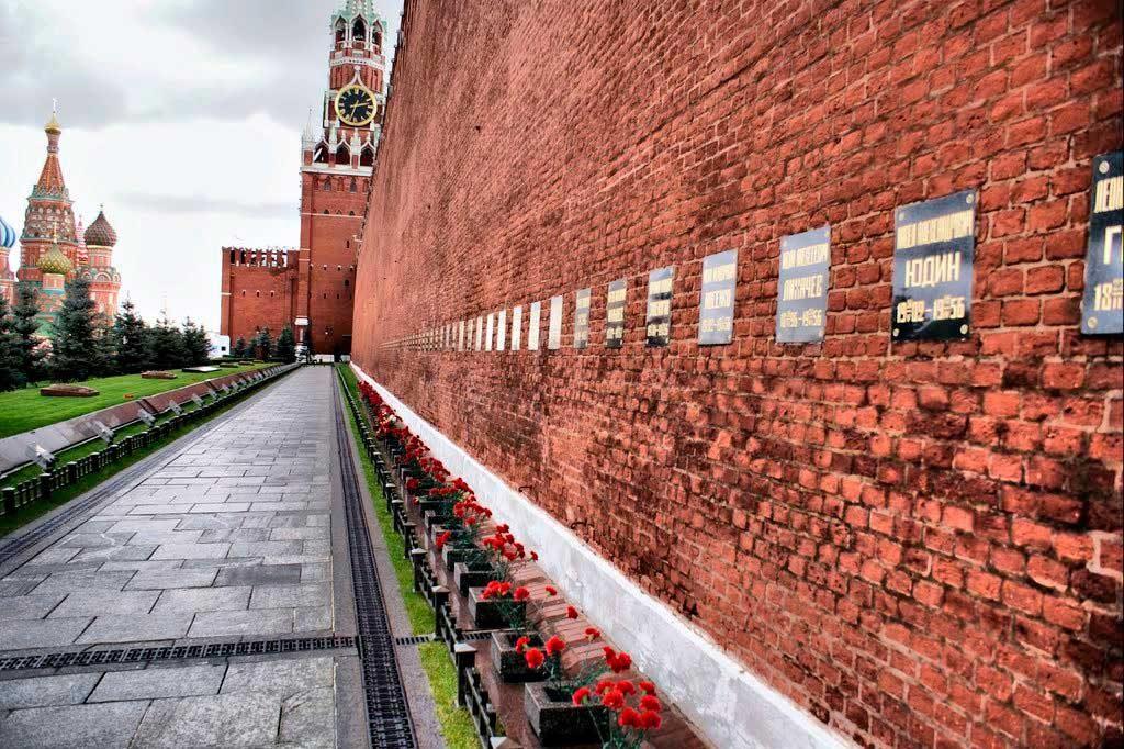 Кремлевский некрополь, Красная площадь