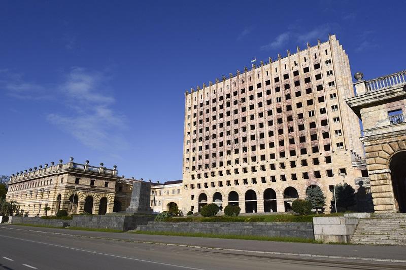 здание Верховного совета Сухум