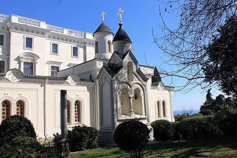 Дворцовая Крестовоздвиженская Церковь