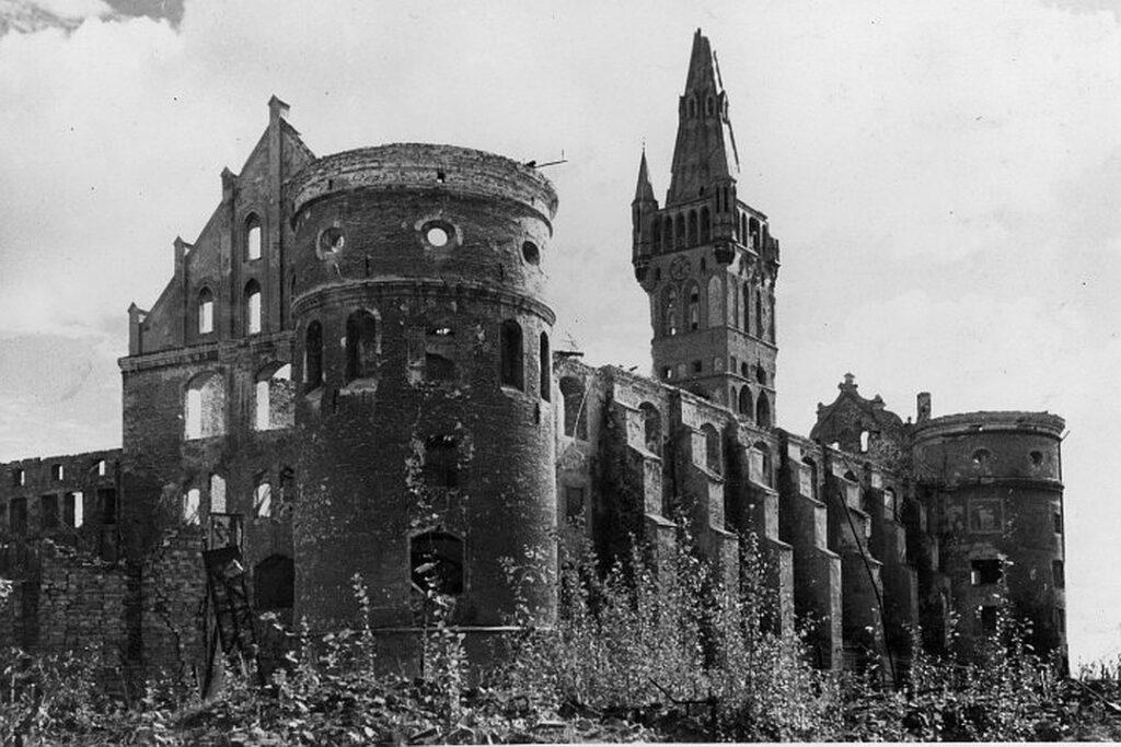 Королевский замок после войны