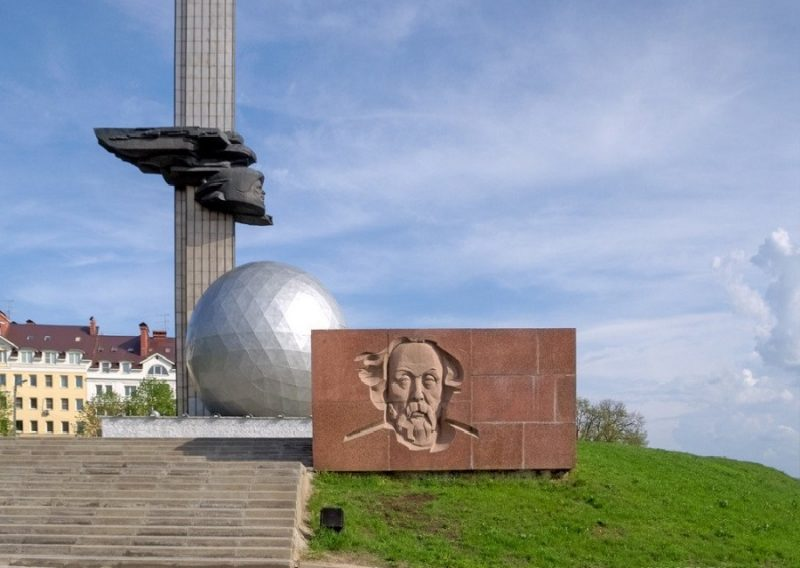 памятник 600- летия Калуги