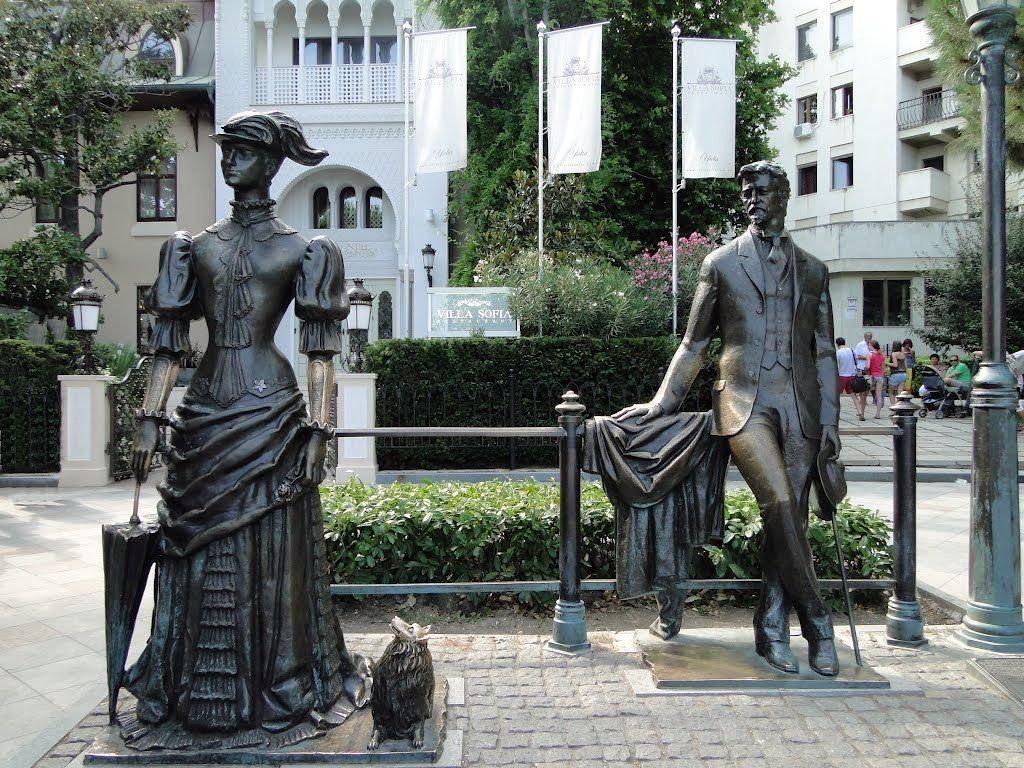 Памятник Чехов и дама с собачкой