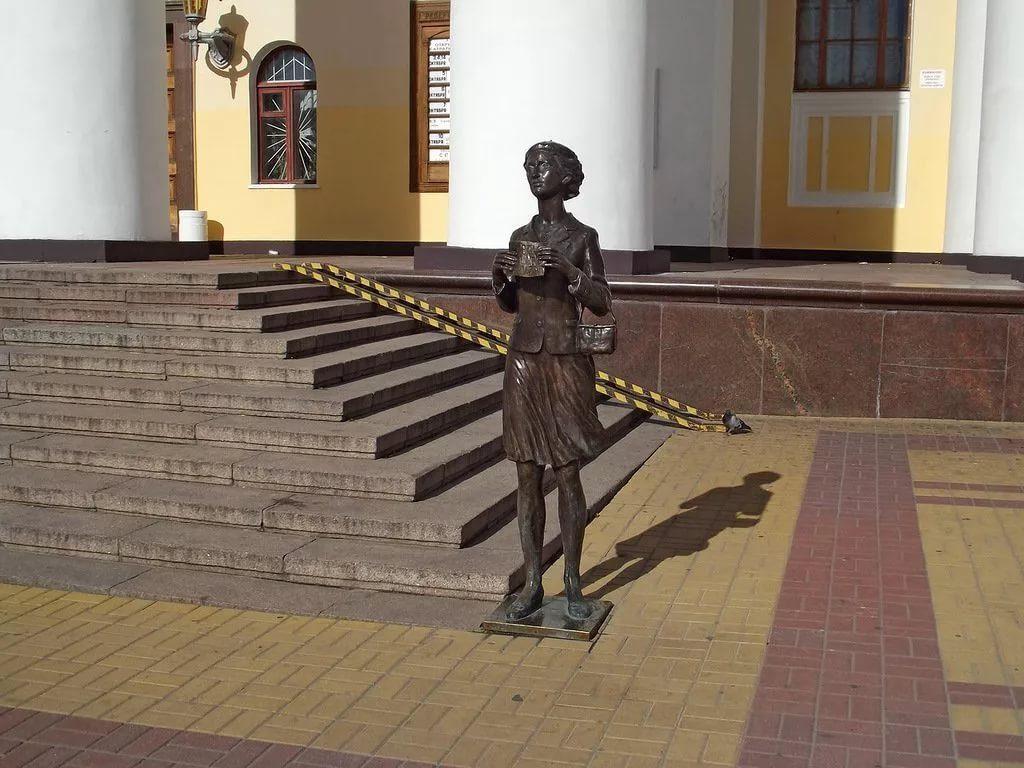 Памятник театральному зрителю