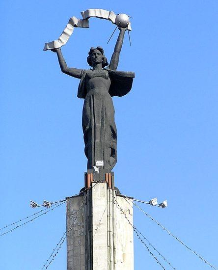 Статуя Родина-мать Калуга