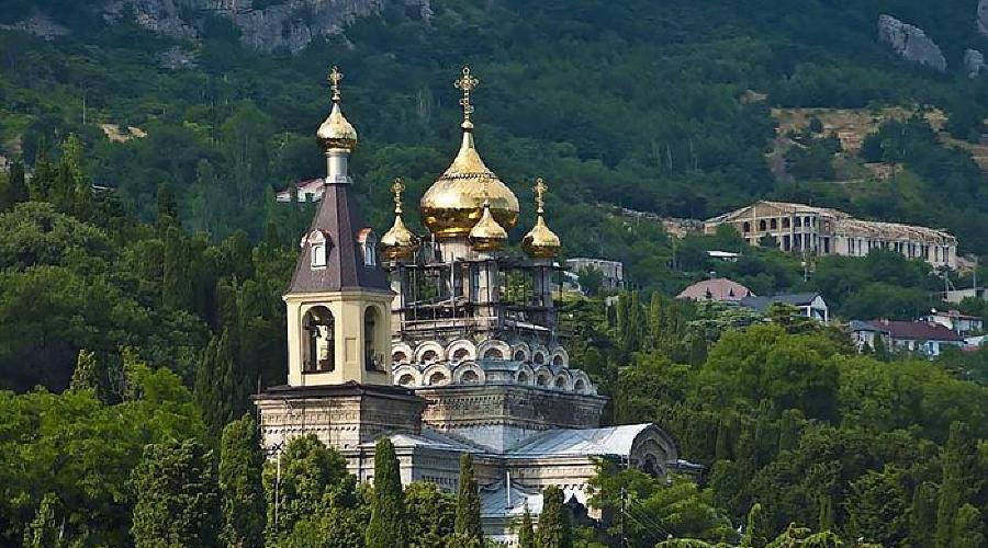 Храм Архангела Михаила Алупка