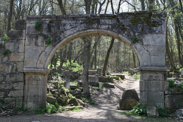 Караимское кладбище Балта-Тиймез
