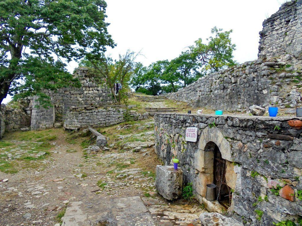 Анакопийская крепость колодец