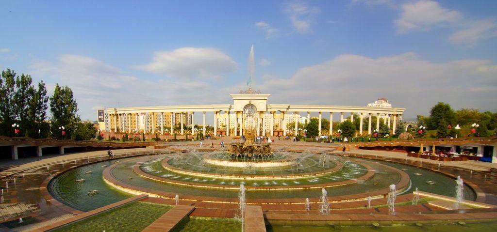 Парк имени первого президента фонтан