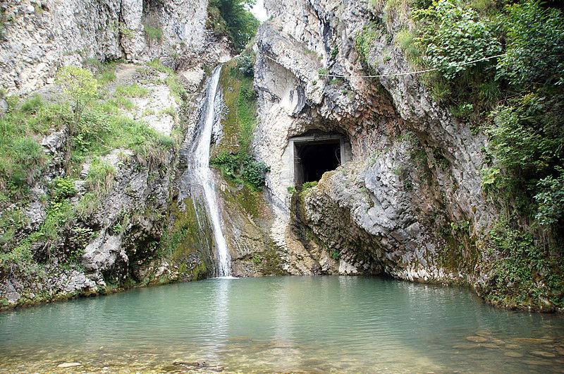 Водопад у Иверской горы