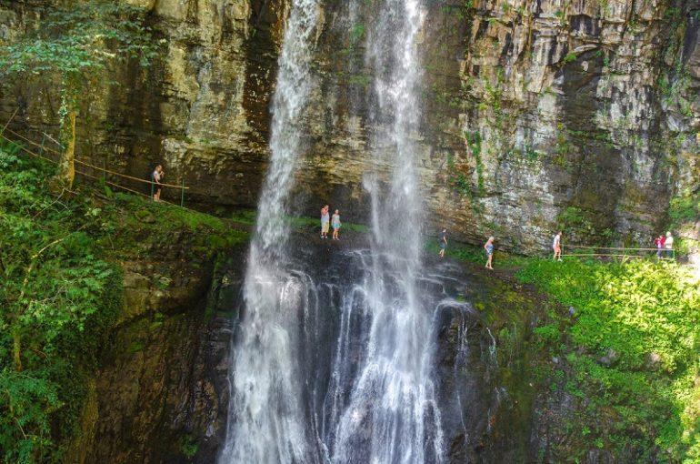 Водопад Великан