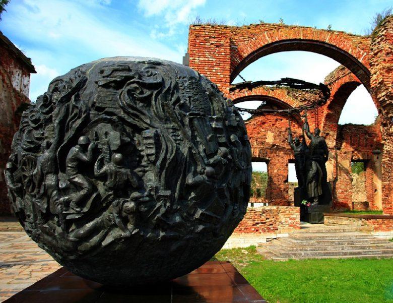 Крепость Орешек мемориальный шар