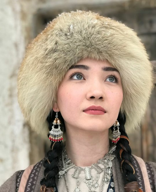 "Айя Шалкар в клипе ""Медина"""