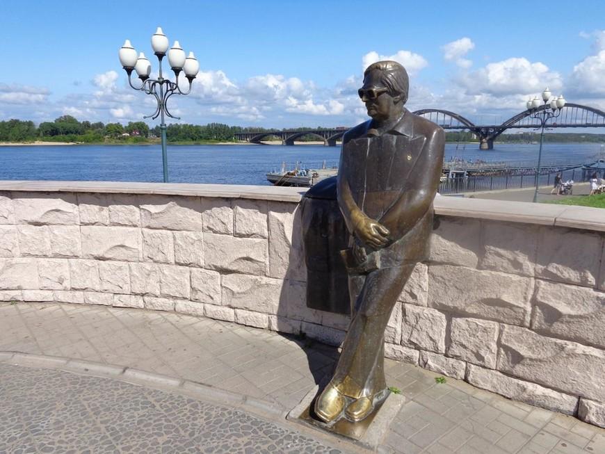 Памятник Льву Ошанину Рыбинск