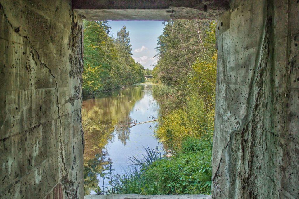 Вид на мост из шлюза Мазурского канала