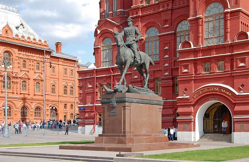 Памятник Жукову Москва