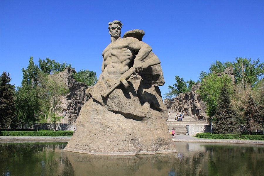 Памятник Стоять насмерть