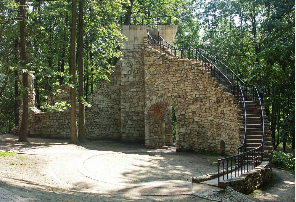 Башня-руина в парке Царицыно