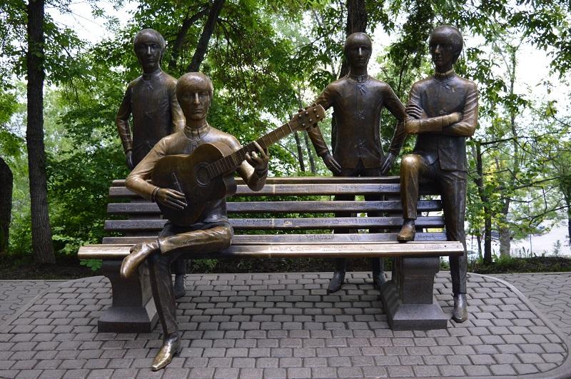 Памятник Битлз в Алма-Ате