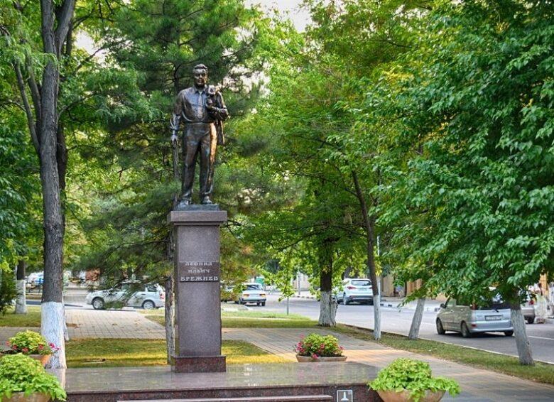 Памятник Брежневу Новороссийск