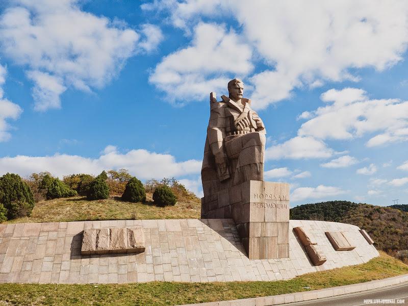 Памятник морякам революции Новороссийск