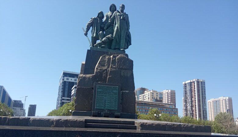 Памятник погибшим рыбакам Новороссийск