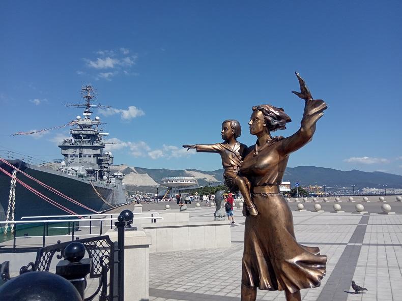 Памятник женам моряков Новороссийск