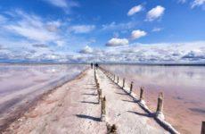 Достопримечательности Саки: розовое озеро и лечебные грязи