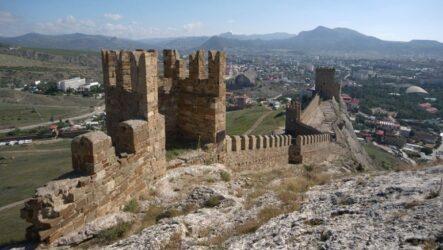 Достопримечательности Судака: Генуэзская крепость, скалы, гроты, горы