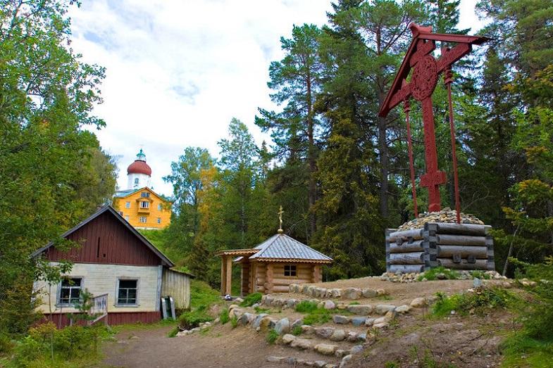 Поклонный крест Секирная гора